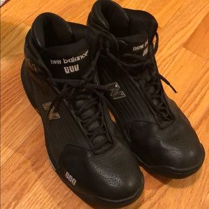 Men's Black and Silver New Balance 880 Sneakers